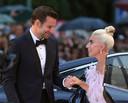 Fans hopen dat er meer speelt tussen Bradley Cooper en Lady Gaga.