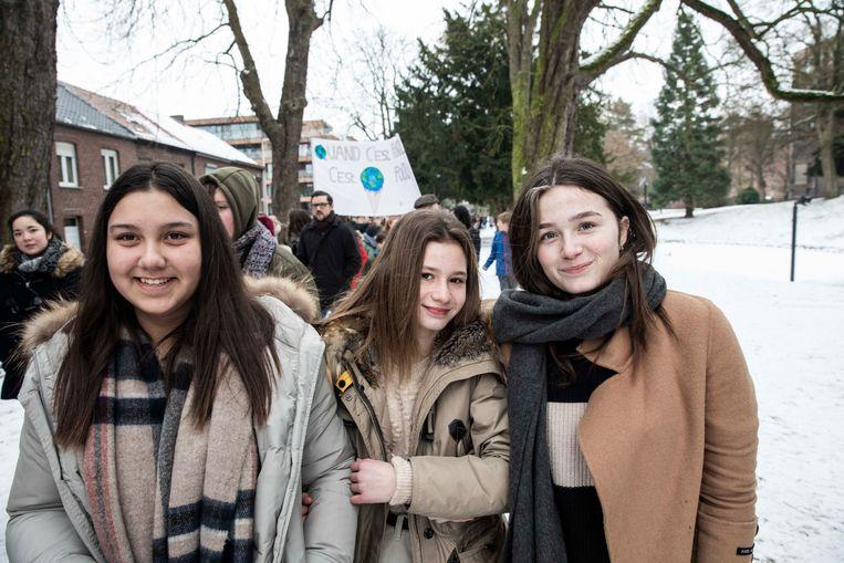 Louise, Mirthe en Amber van Campus Sint-Aloysius te Zepperen komen in hun vrije tijd mee betogen.