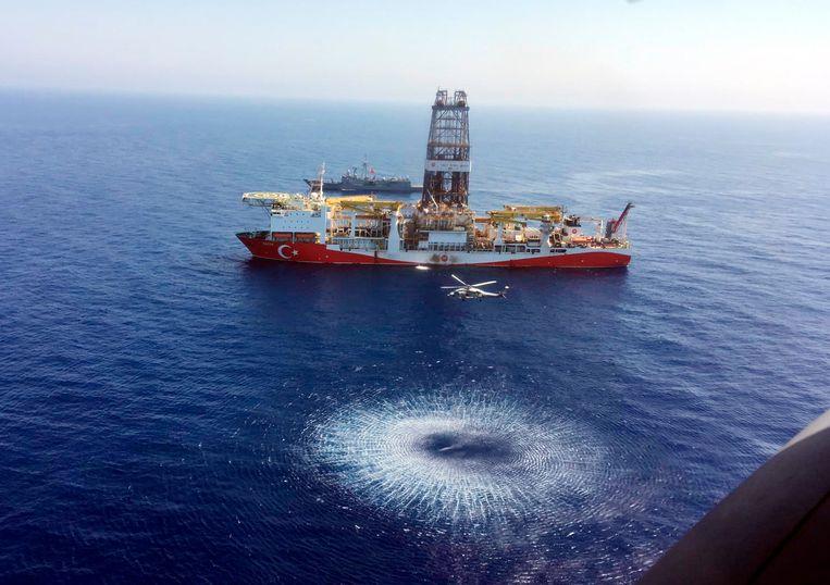 Een Turks schip boort naar gas in de oostelijke Middellandse Zee.  Beeld AP