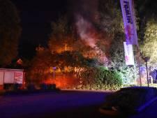 Uitslaande brand in schuur in Vriezenveen