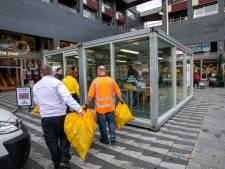 Gratis af te halen: vuilnis, bergen vuilnis op het Vreedeplein