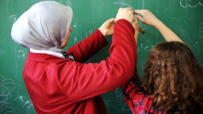 """Onderwijsgedeputeerde wil af van hoofddoekenverbod op school: """"De wereld ziet er nu anders uit"""""""