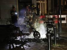 Scooters gaan in vlammen op in Voorburg