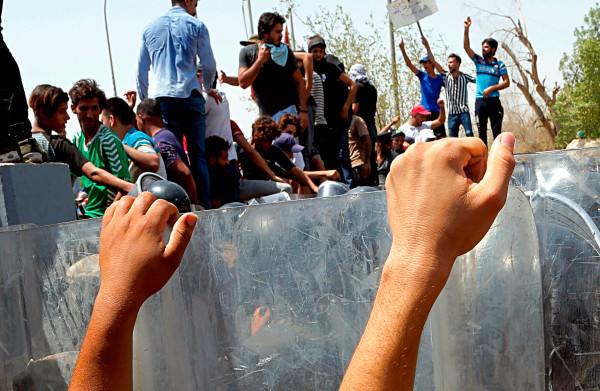**Zuiden Irak getroffen door golf van onvrede, demonstranten massaal de straat op**
