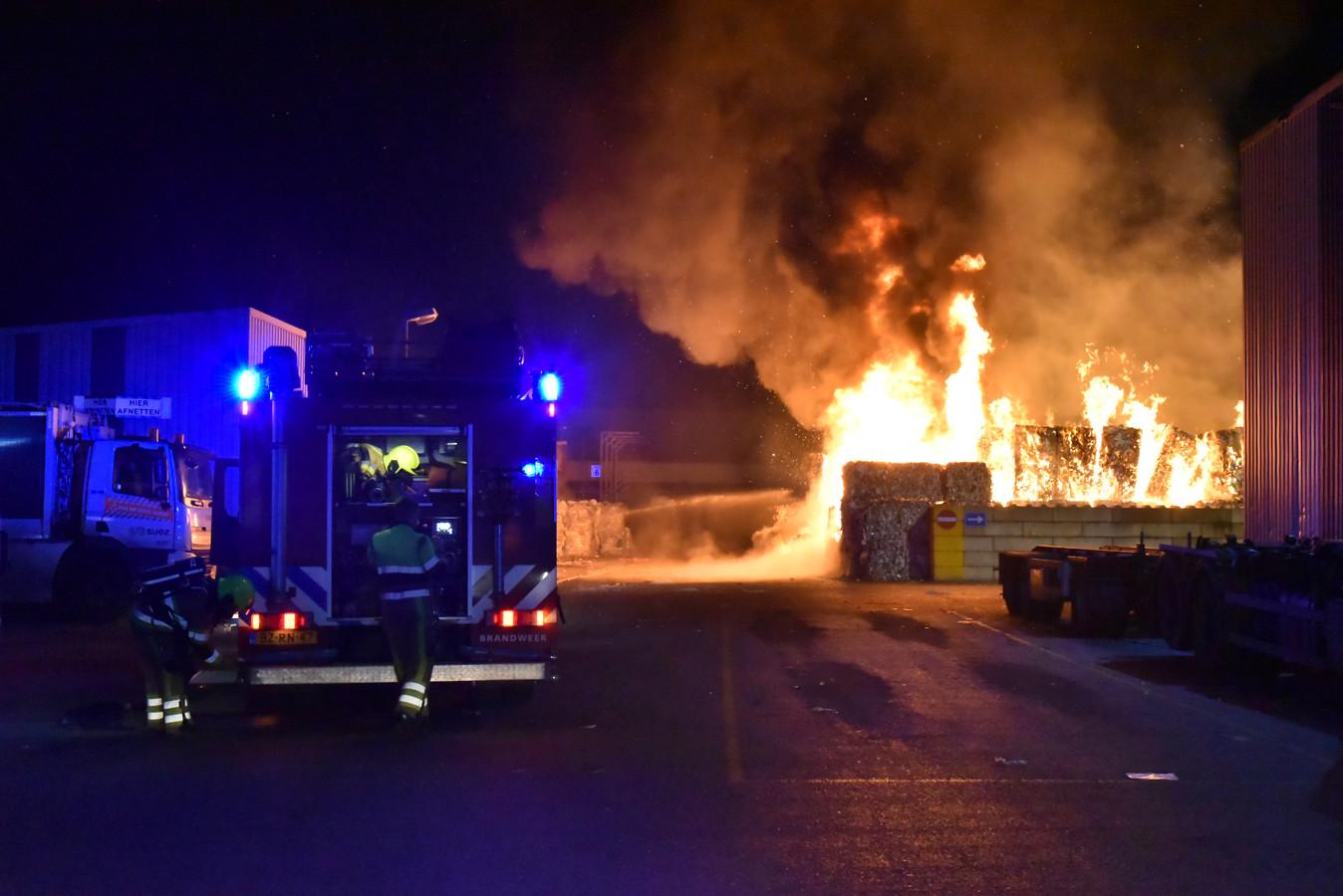 Beeld van de brand bij Suez in Weurt.
