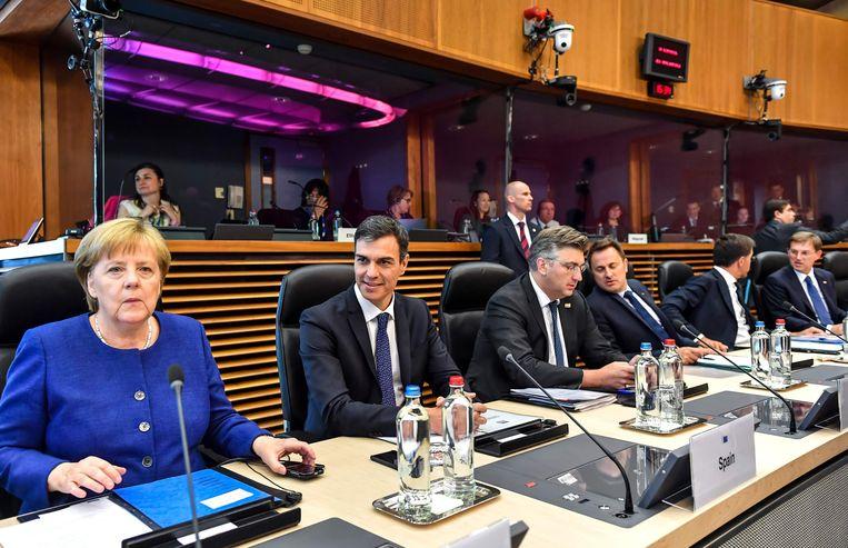 Van links naar rechts: de Duitse bondskanselier Angela Merkel, Spaans premier Pedro Sanchez, Kroatisch premier Andrej Plenkovic, Luxemburgs premier Xavier Bettel, Nederlandse premier Mark Rutte en de Sloveense premier Miro Cerar