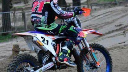 """""""Dag voor het ongeval had hij zelf nog gereden"""": motorcrossertje Zico (13) niet langer in levensgevaar nadat 23-jarige rijder in publiek belandde"""