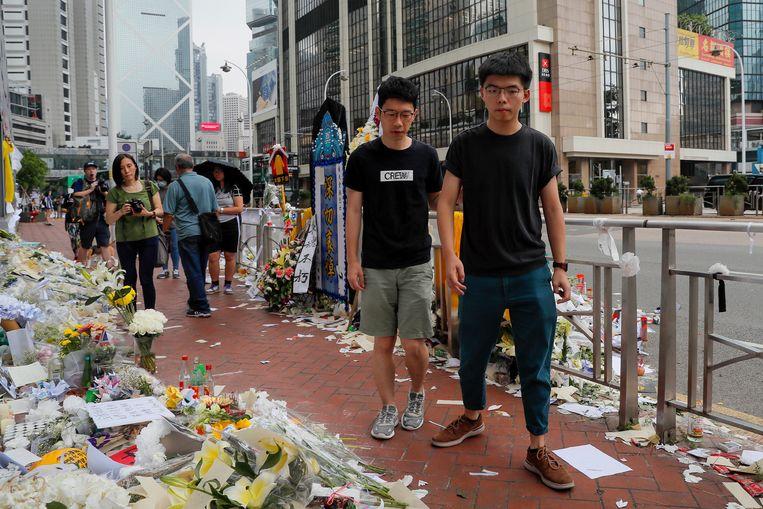 Democratie-activist Joshua Wong (rechts) is vrijgelaten.