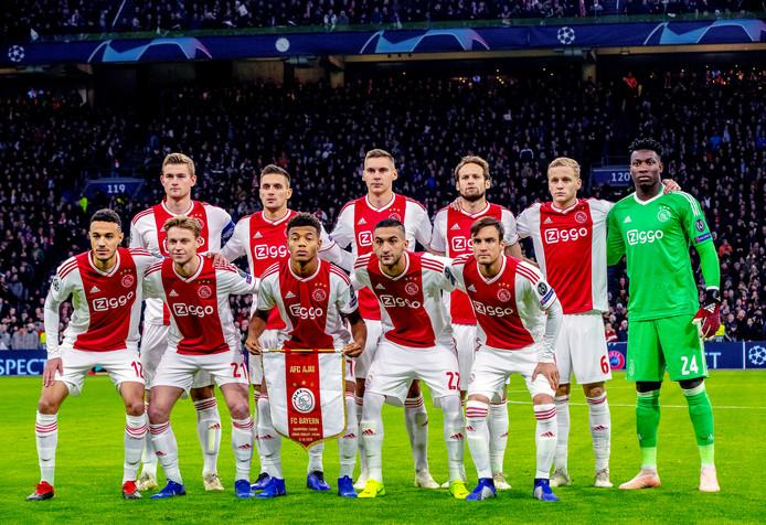 De basiself van Ajax voor de wedstrijd tegen Bayern München.