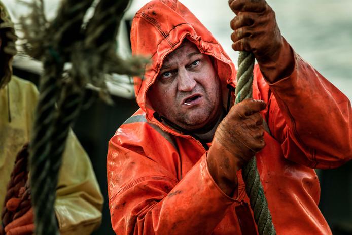George 't Mannetje bij het binnenhalen van de netten.
