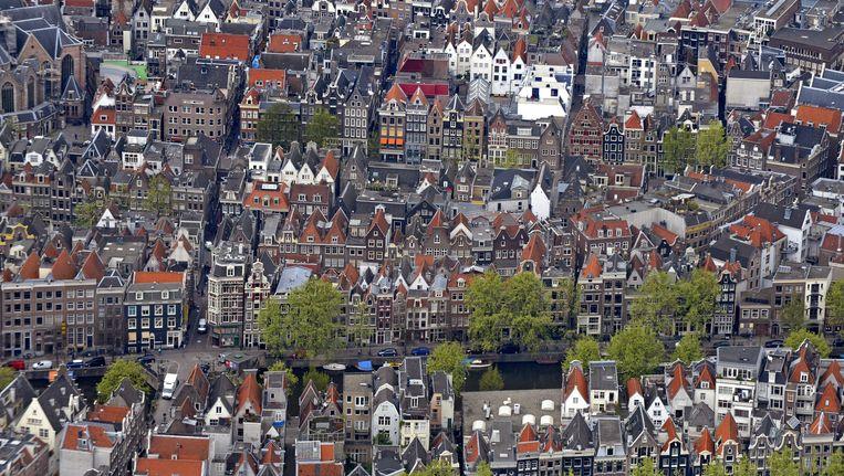 De Amsterdamse grachtengordel. 80 procent van het vastgoed in de stad staat op erfpachtgrond. Beeld Raymond Rutting