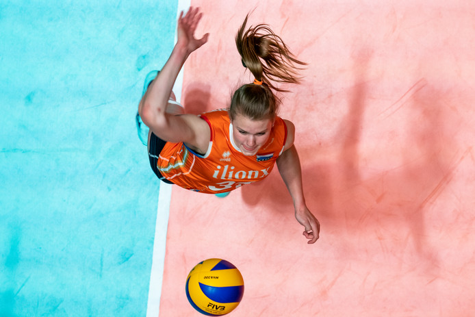 Eline Timmerman in Oranje.