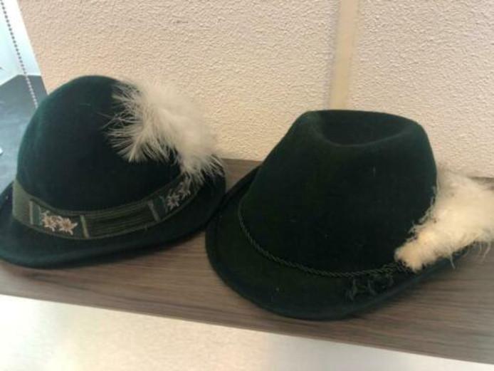 Efteling verkoopt Tirolerhoedjes die ooit onderdeel waren van de werkkleding bij de Bobbaan.
