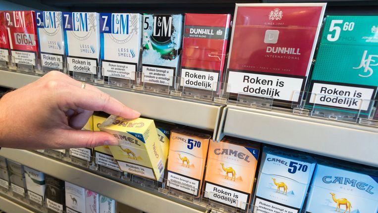 De verkoop van sigaretten in een winkel. Beeld ANP
