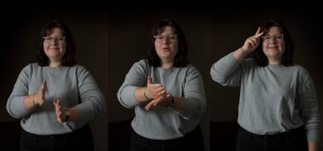 Doven en slechthorenden in Amersfoort kunnen nu via een tolk praten met de gemeente
