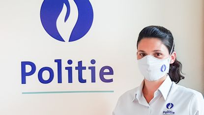 """Wijkinspecteur Melissa verknipt uniformhemden tot mondmaskers met politielogo voor haar collega's: """"Het mag best wat stijlvoller"""""""