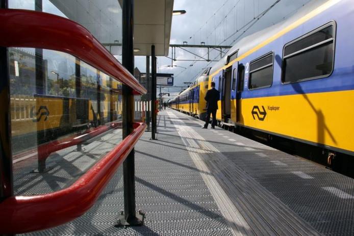 Het nieuwe tijdelijke perron van station Deventer. foto archief Tom van Dijke