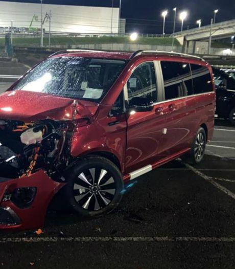 Ontslagen werknemer sloopt uit wraak ruim 50 gloednieuwe Mercedes-busjes