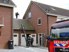 Brandweer rukt groots uit voor brand op dak in Oijen