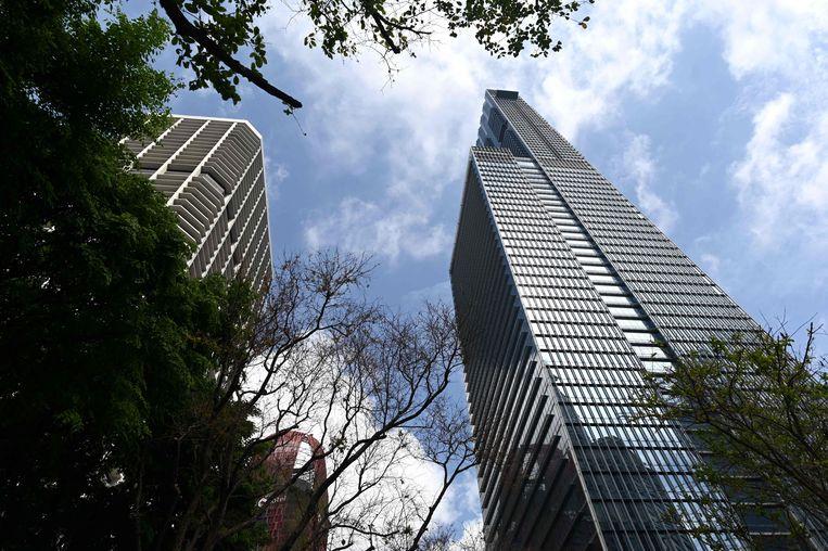Dyson koopt de bovenste drie verdiepingen van de 290 meter hoge Guoco Tower in Singapore.