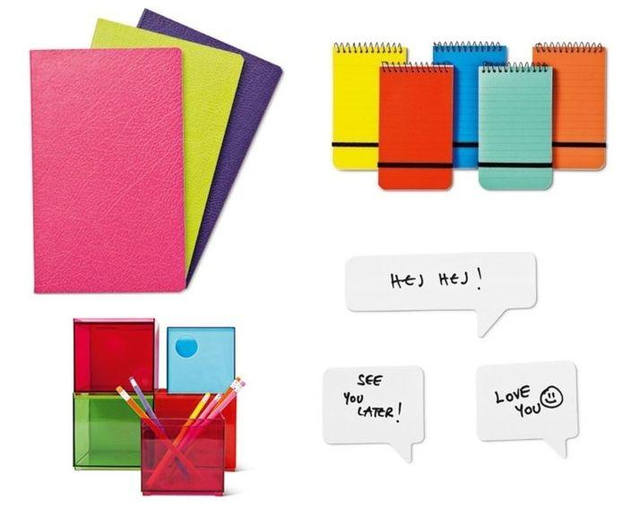 v.l.n.r: notitieboekje, €2 - notitieboekje, €2 - pennenbakjes, €3 - memoblaadjes, €1