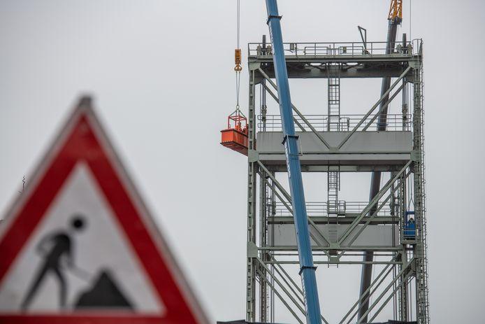 De hefbrug in Boskoop moest vorig jaar plots dicht om de torens te stabiliseren.