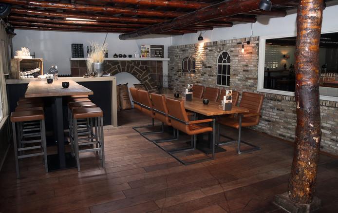 Badgasten, wandelaars en locals weten Swins wel te vinden. Het restaurant in het pand waar eerder 't Golfie zat, ligt prachtig aan de voet van de duinen in Rockanje. De bediening is prettig en behulpzaam, daar ligt het niet aan.