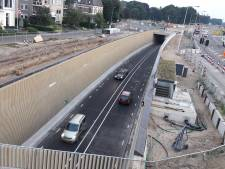 De tunnel door Dieren is open