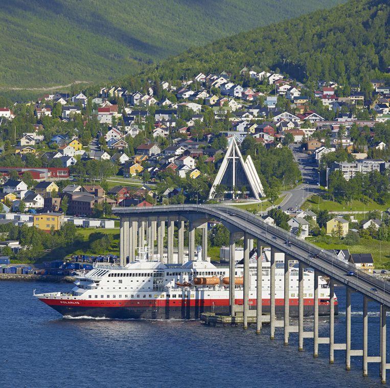 Hurtigruten in Tromsø Beeld Baard Loeken, nordnorge.com.