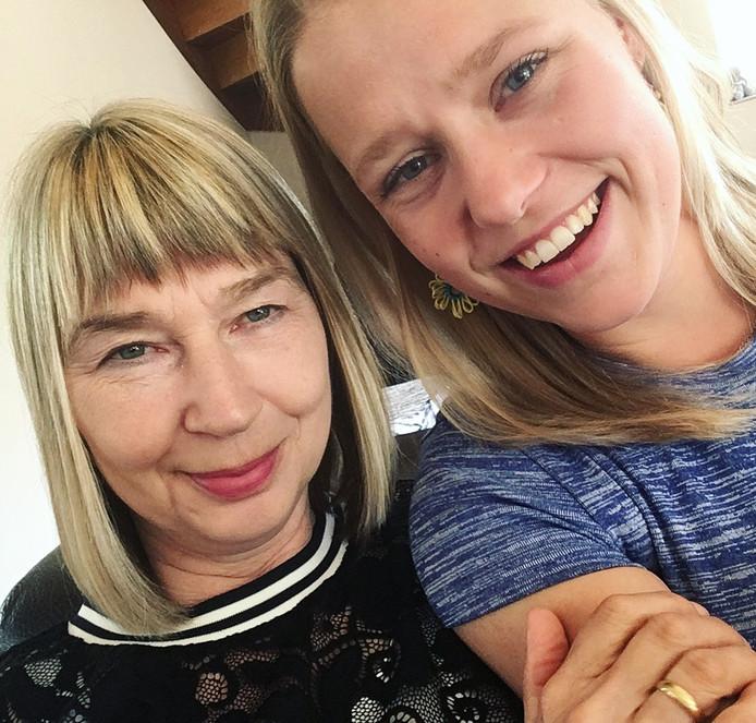 Moeder Anita (links) en dochter Myrthe Nijman.