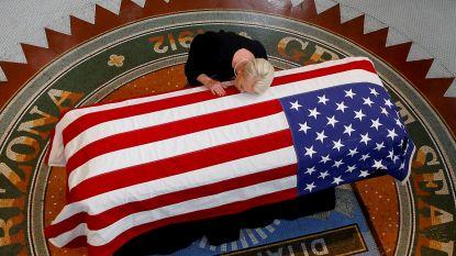 Emotionele laatste groet aan Amerikaanse oorlogsheld en Republikein John McCain