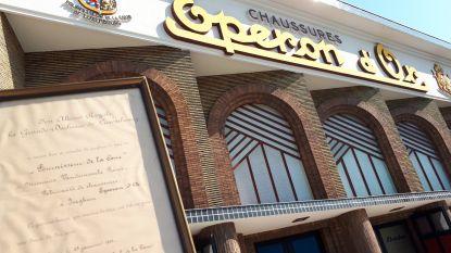 Familie Vandommele schenkt 12 paar schoenen van Eperon d'Or en bijzondere akte aan stadsmuseum