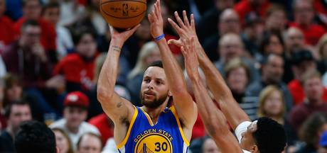 Curry leidt Warriors naar twee ronde play-offs NBA