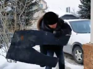Au Canada, il fait tellement froid que l'on peut jouer au frisbee avec ses vêtements