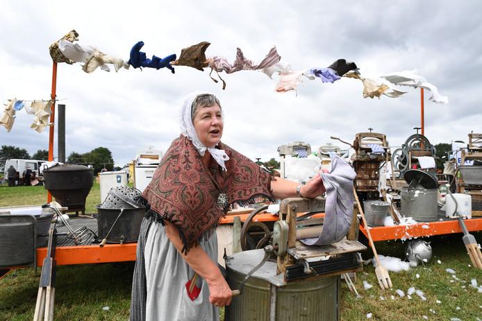 De wasvrouw had tijdens de Boerendag in Alphen duidelijk de wind mee.