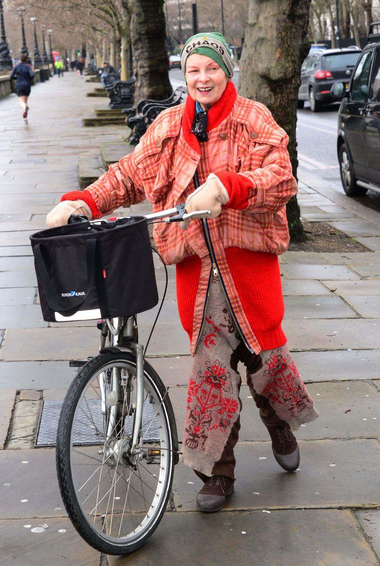 Met haar favoriete vervoermiddel. Beeld Nils Jorgens/REX