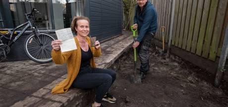 Na 33 jaar duikt het oude briefje van Danielle uit het niets op in de tuin van Hans uit Kampen