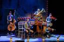 Van een afgeladen theaterzaal in de Nieuw-Zeelandse hoofdstad Wellington, tot optreden voor maximaal 30 man in Houten. Ook voor theatergezelschap Släpstick is 2020 een bizar jaar.