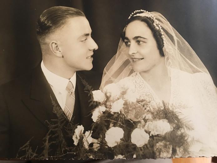 Huwelijksfoto Jaap en Jo de Kam, 5 oktober 1938