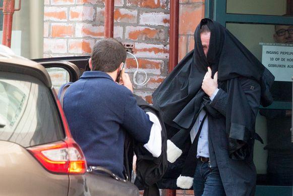 Y. (44) bij het verlaten van de rechtbank in Tongeren tijdens de behandeling van het proces een maand geleden.