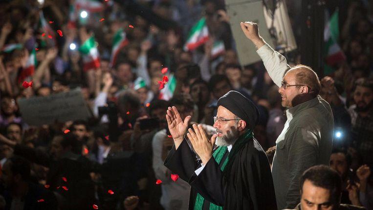De conservatief Ebrahim Raisi tijdens een campagnebijeenkomst samen met de burgemeester van Teheran, Mohammed Baqer Qalibaf Beeld reuters