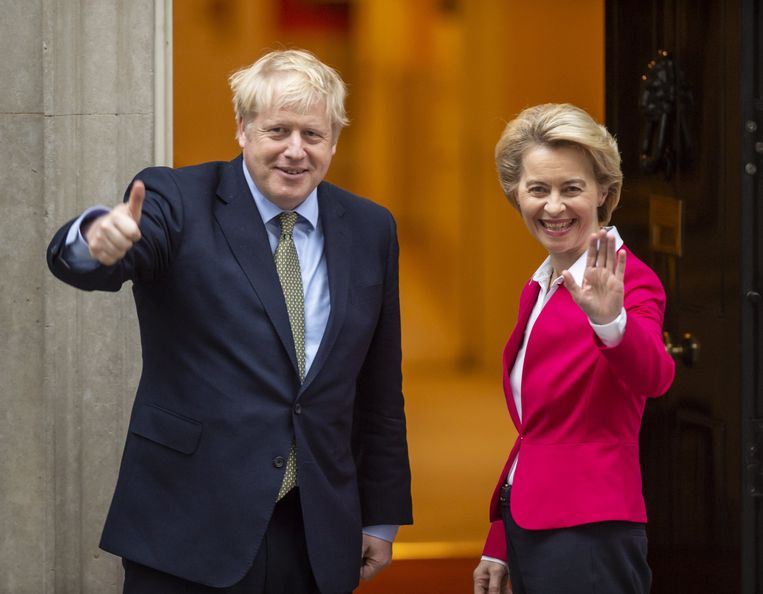 """Brits premier Boris Johnson en Europees Commissievoorzitter Ursula von der Leyen eerder deze maand in Londen. """"Europa zal op de rem gaan staan en wachten met een Brits-Europees handelsakkoord tot we weten wat de Britten met de Amerikanen hebben bedisseld in hun handelsakkoord"""", meent brexit-expert Hylke Vandenbussche."""