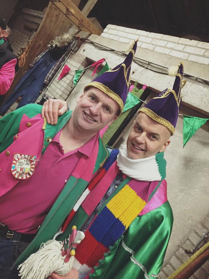 De Rommelpotse prins van vorig jaar, Dirk van de Pas alias prins Driekus, en zijn adjudant Joris van de Pas