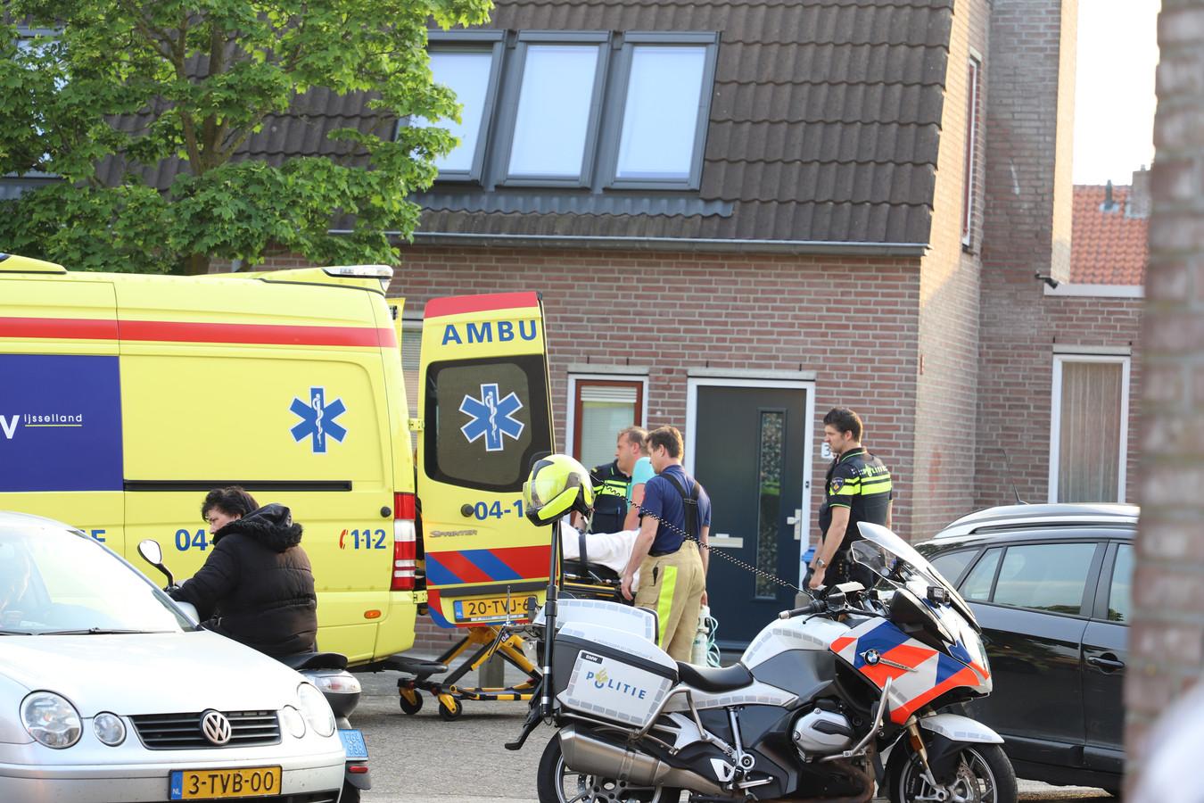 De gewonden worden naar het ziekenhuis gebracht.