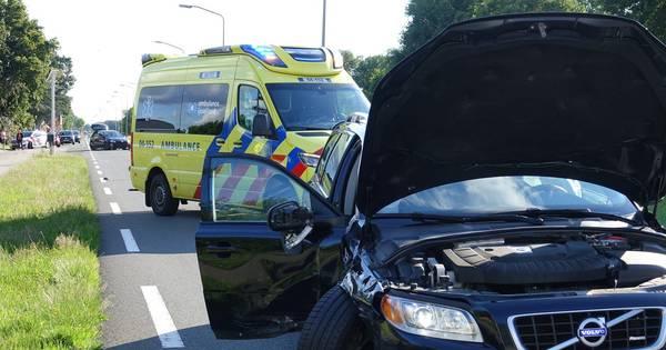 Hoogzwangere vrouw naar ziekenhuis na botsing met kerende auto in De Krim.