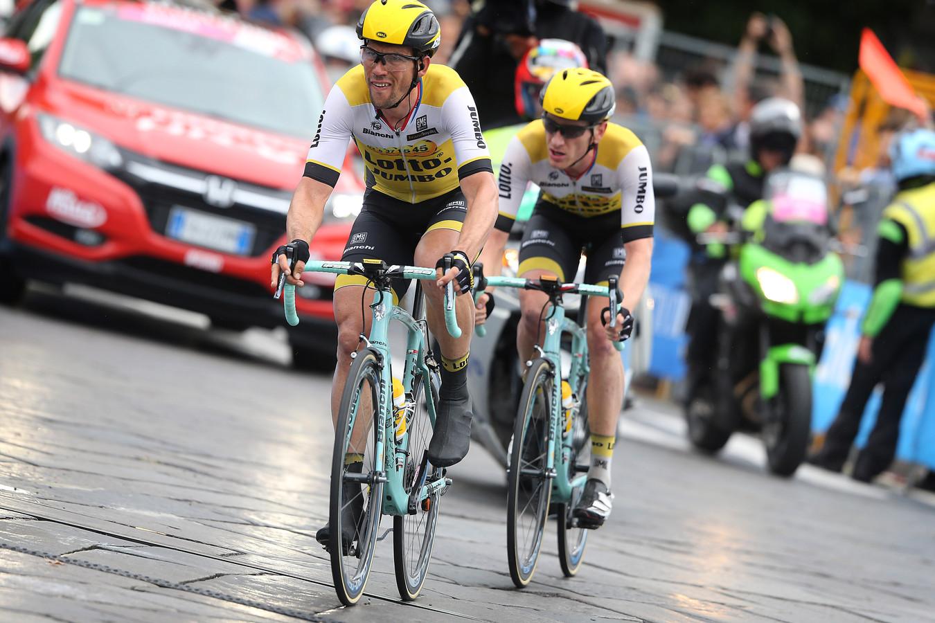 Tjallingii (l) en Van Emden in de slotrit van de Giro 2016.