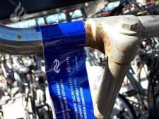 Gemeente ruimt fietskrotten stations Goor en Delden op