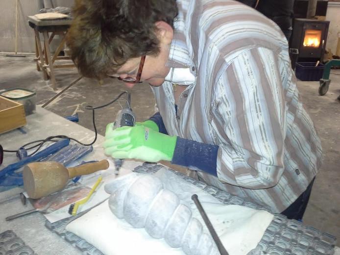 Beeldend in Steen geeft een introductie op een nieuwe serie beeldhouwcursussen in Dronten.