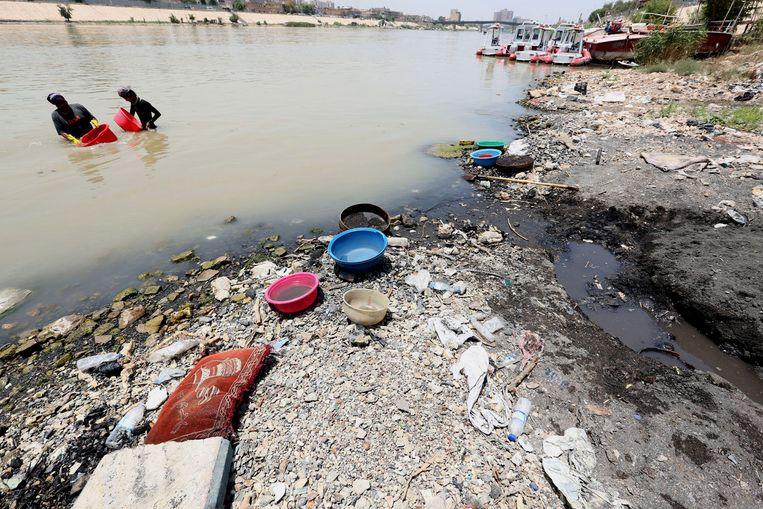Extreem laag water in de Tigris bij Bagdad. Beeld EPA