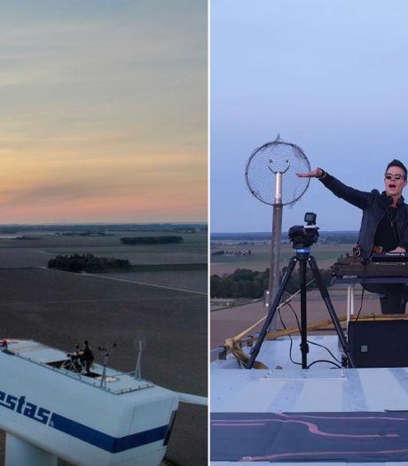 'Magisch!' DJ Ronald draait bovenop windmolen van 70 (!) meter hoog
